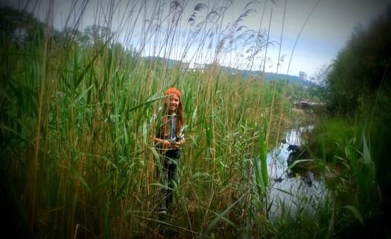 Enfant  dans les marais