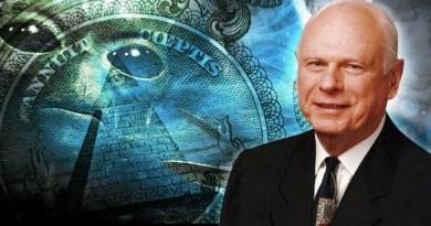 Paul Hellyer, l'ancien ministre de la Défense Canadienne divulgue la présence extraterrestre sur Terre et dénonce les gouvernements obscurs!