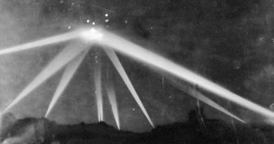 La plus incroyable des observations de masse? 1942: 'La Bataille de Los Angeles' : le départ du programme spatial secret US