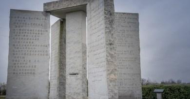 Les Georgia Guidestones, un monument érigé en l'honneur du Nouvel Ordre Mondial voulu par les «Élites» qui dirigent le Monde !