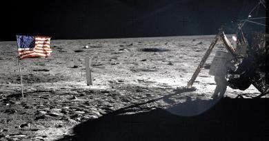 Officier à la retraite: La NASA a dissimulé une rencontre avec des OVNIs lors d'Apollo 11 en supprimant les photos et vidéos de l'événement