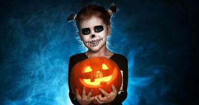 Halloween : L'Horrible Vérité ! Aujourd'hui, dans le monde entier, Halloween représente la fête la plus importante pour les satanistes !