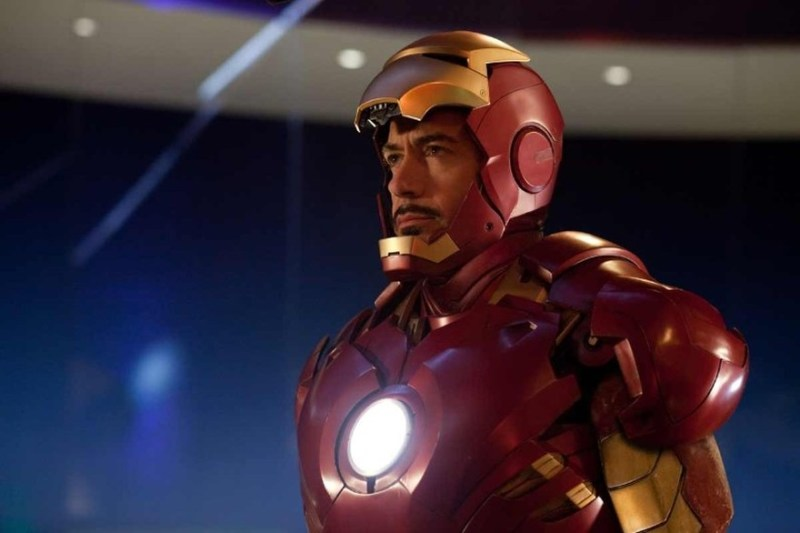 7781162138_robert-downey-jr-dans-l-armure-d-iron-man