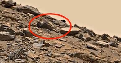 La dépouille d'un extraterrestre mort gît toujours à la surface de Mars? photo de la NASA !