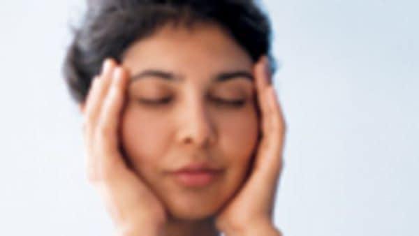 headaches-woman-grabbing-her-face-600x338-1
