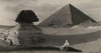 Le message secret gravé sur la patte du sphinx et le 2e sphinx