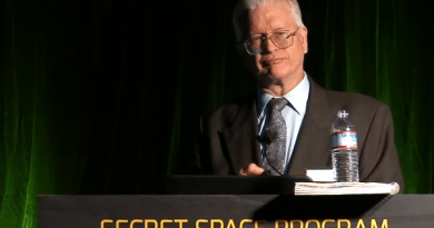 Encore un autre lanceur d'alerte qui divulguait le programme spatial secret qui est assassiné  : Mark McCandlish