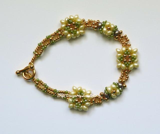 Two Hole Bead Bracelet--Free beaded bracelet pattern featuring the two hole es-o mini bead.