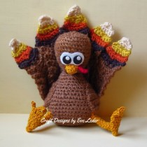 Crochet Turkey--FREE crochet pattern to make turkey with realistic looking feathers.