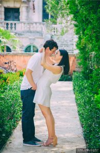 Wedding Photography — What Every DIY Bride Should Know. Is a DIY approach to wedding photos right for you? Read this post and find out.
