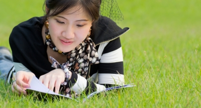 woman-reading-on-grass