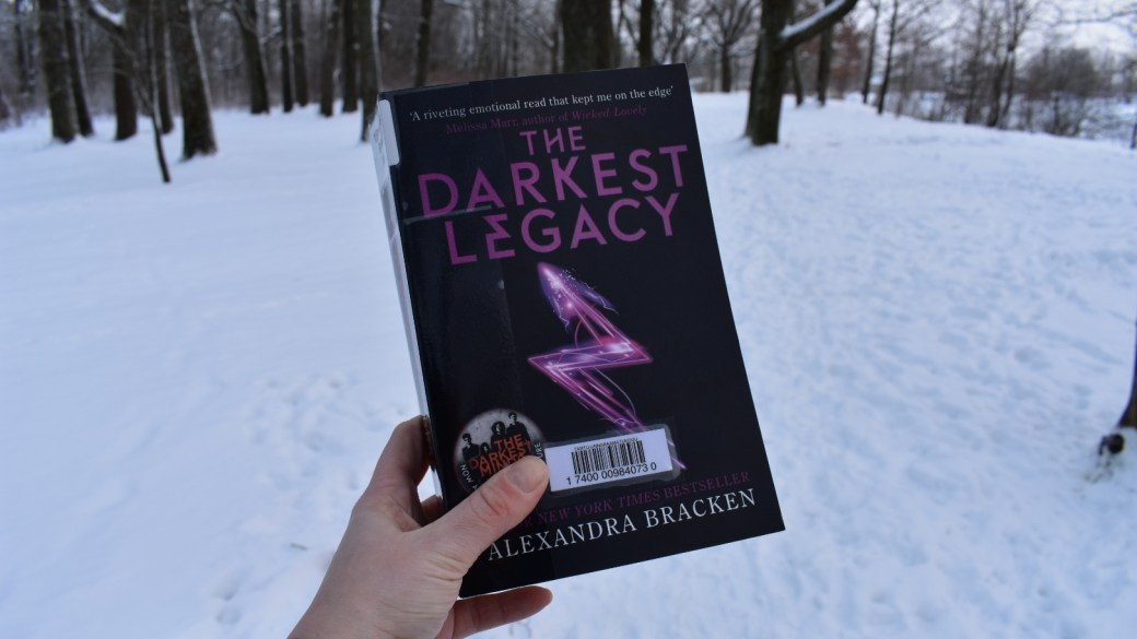 First impression friday – The darkest legacy