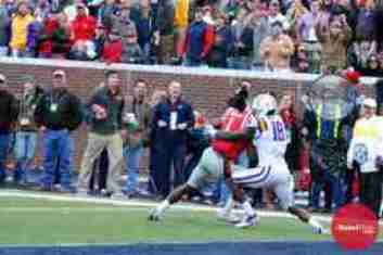 Treadwell made a TD reception in his sixth straight game. (Photo credit: Amanda Swain, The Rebel Walk)