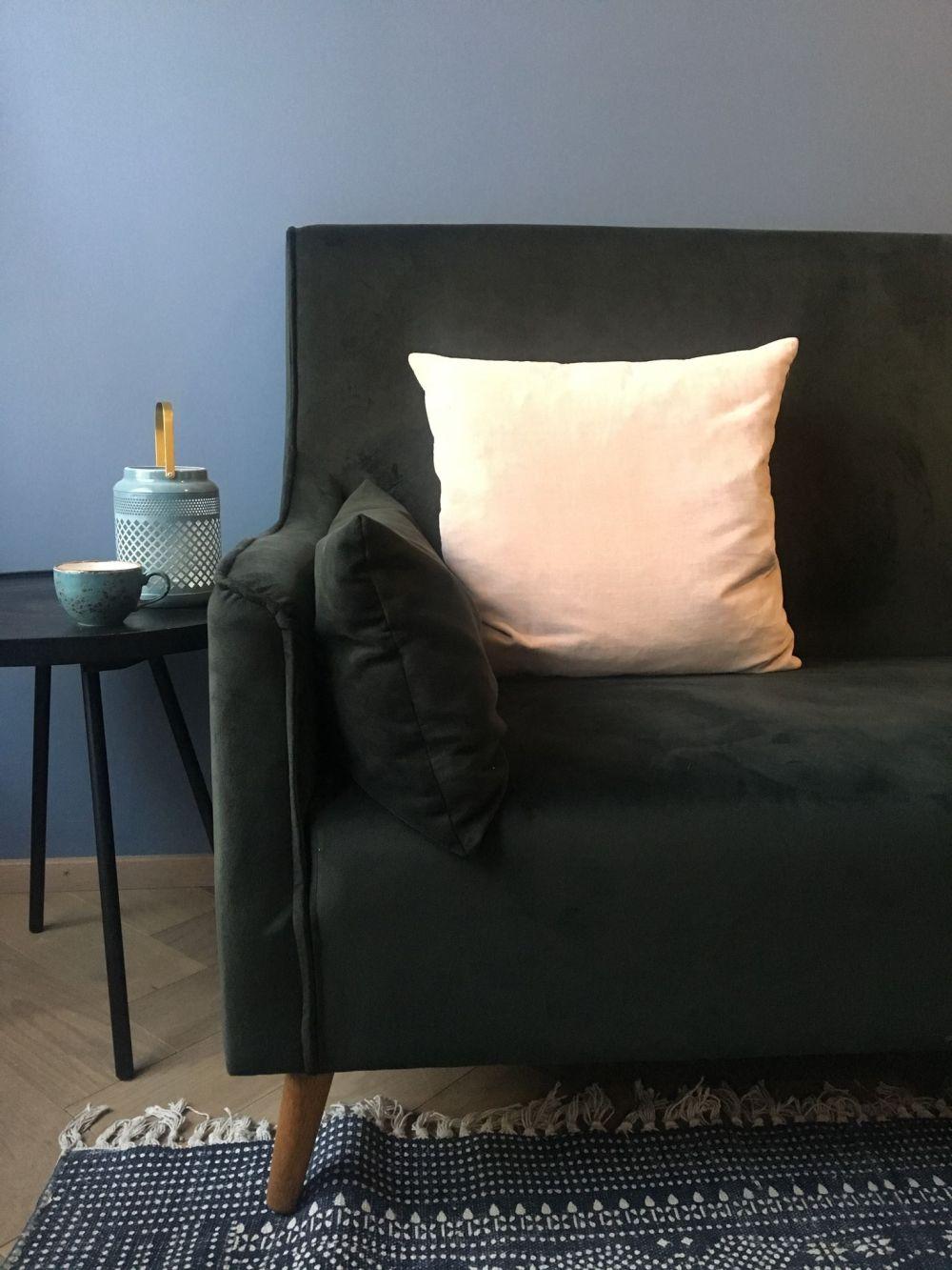 swan house sofa