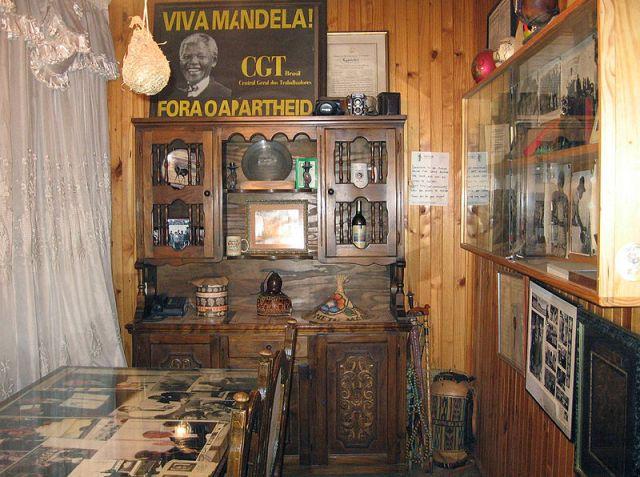 800px-Mandela_museum_soweto