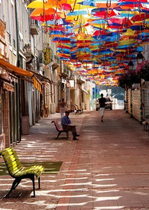 floating-umbrellas-agueda-portugal-2013-7