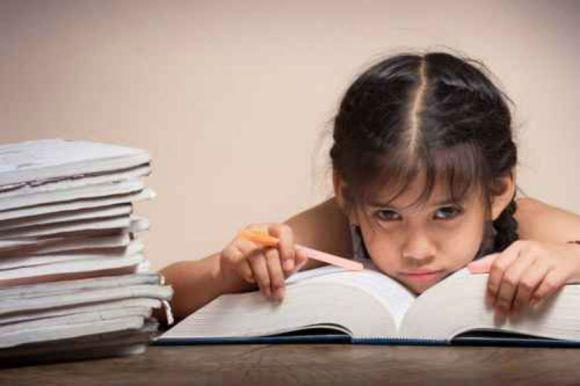 EDITORIAL: Vine cu temele făcute la școală, dar nu știe să se descurce în viață. Ce-i de făcut?