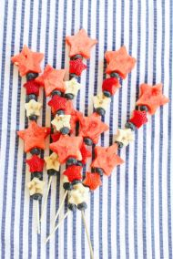 Divertidas brochetas de frutas