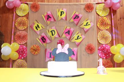 Pink_Yellow_White_theme_birthday_party_decoration_28