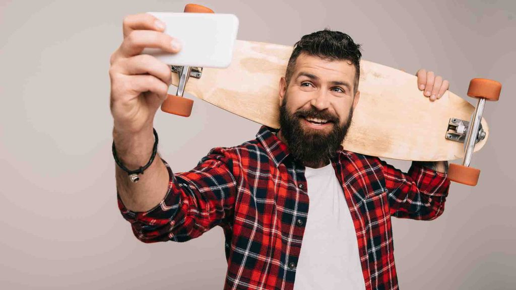selfie skateboarder virtual team