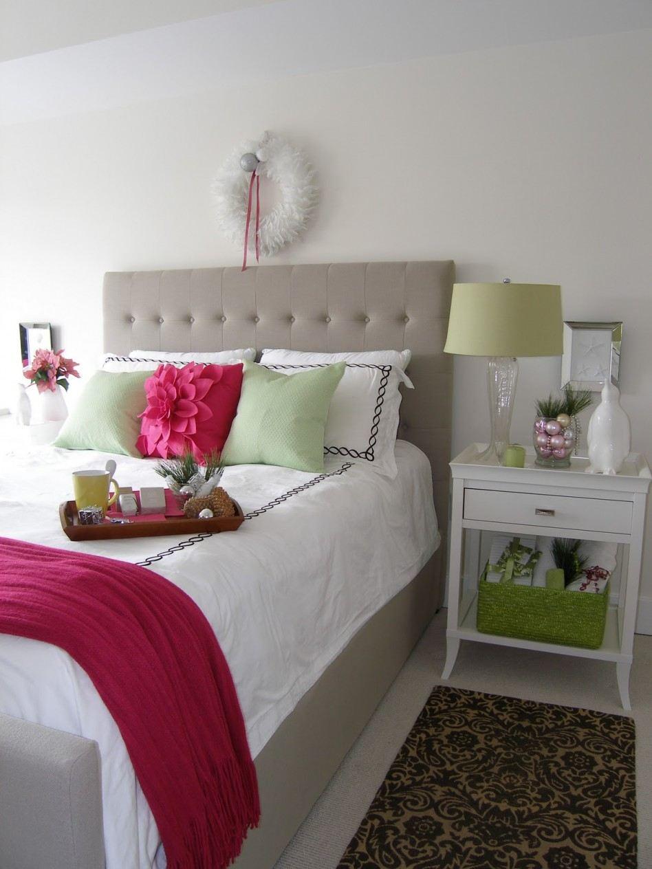 Cozy Christmas Bedroom Decorating Ideas - Festival Around ... on Bedroom Decoration Ideas  id=58462