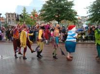 Piraterne fra Peter Pan der danser og laver sjov med publikum
