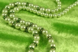 green-pearl-necklace