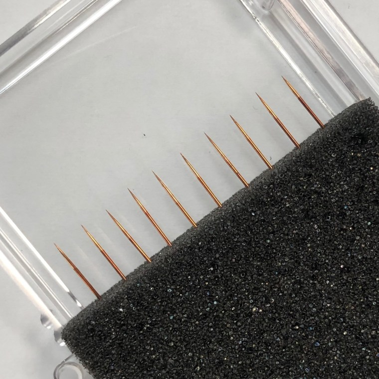 Probing tips made of BeCu (Beryllium Copper) of 10 µm diameter