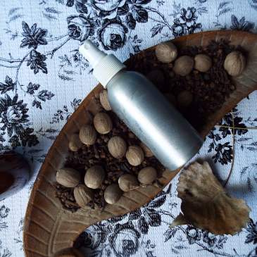 DIY pumpkin spice aromatherapy spray with essential oils