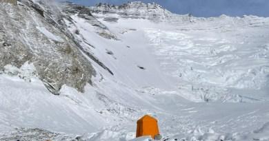 mountain trip on everest