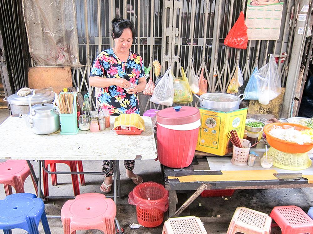 Street food vendor in Phnom Penh, Cambodia