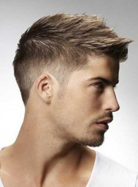Undercut mit übergang ist eine der angesagtesten haartrends für männer in den letzten jahren. Moderne männer haarfrisuren