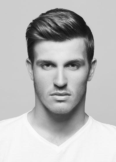 Eine der besten undercut haarschnitte für männer mit runden gesichtern ist die pompadour in verbindung mit einer tiefen taper fade. Herrenfrisuren seiten kurz