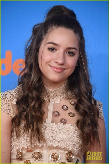 mackenzie-ziegler-joins-johnny-and-lauren-orlando-at-kids-choice-awards-2018-01