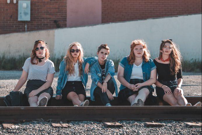 teen girls friends alternative