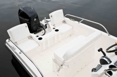 Boston-Whaler-170-Dauntless-Gallery-6