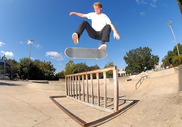 how to kickflip, trick tip, skateboard, kickflip