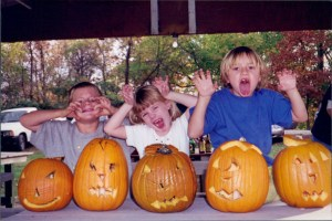 Image: Liesl Ulrich-Verderber, AJ Ulrich, and Charlotte Ulrich carving pumpkins