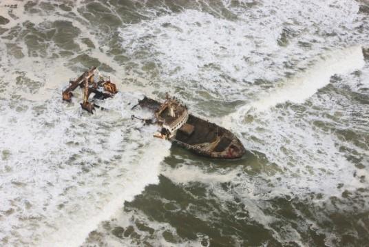 Image: Theo's wrecked ship on skeleton coast