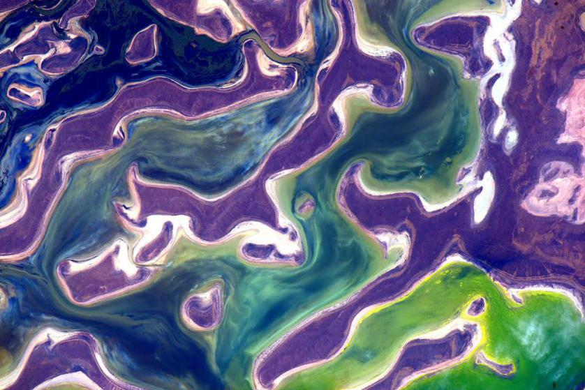 https://twitter.com/StationCDRKelly/status/649297930512375808 #EarthArt Our planet seems to have a sense of humor at times. #YearInSpace