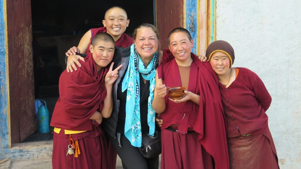 Image: Dr. Lynda with four buddhist nuns