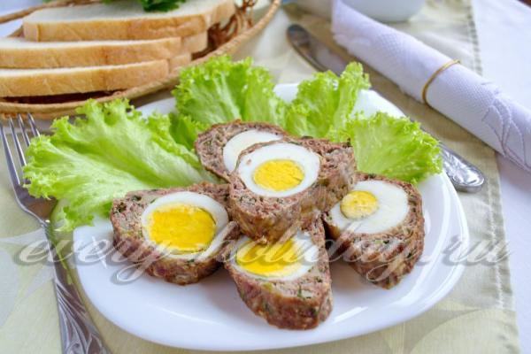 Мясной рулет из фарша с яйцом в духовке, рецепт с фото