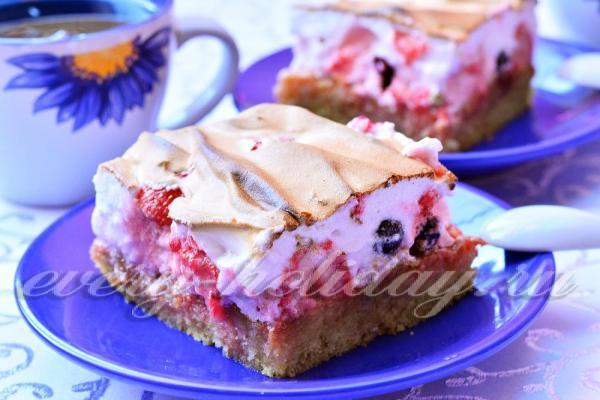 Песочный пирог с ягодами и безе: рецепт с фото пошагово