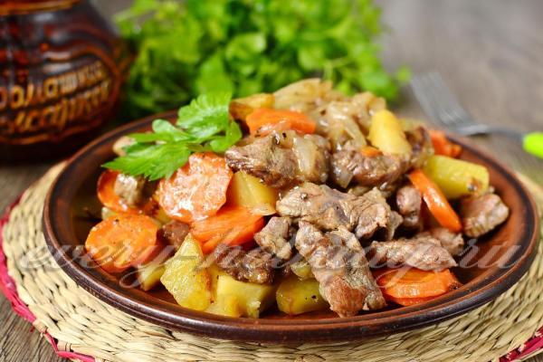 Жаркое в горшочках с говядиной и картошкой в духовке ...