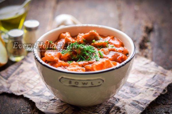 Курица в томатном соусе на сковороде, рецепт