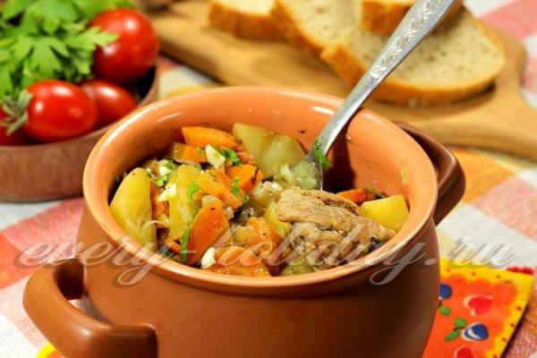 Картошка с мясом в горшочках в духовке рецепт с фото