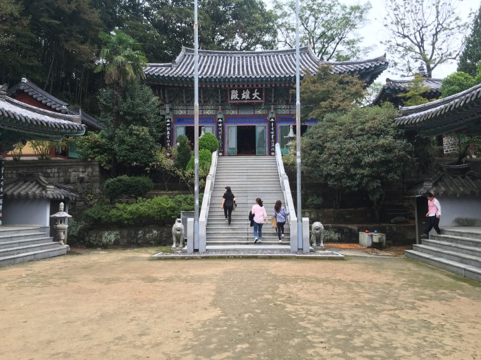 hoguksa temple jinjuseong 700x525 - A visit to Jinjuseong Fortress in Jinju, South Korea
