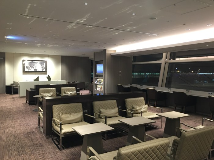 jal first class lounge tokyo haneda seating 700x525 - Japan Airlines JAL First Class Lounge Tokyo Haneda HND review