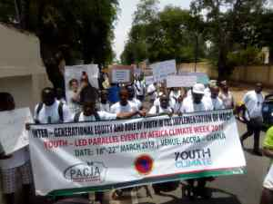 Environment: African youths demonstrate in Ghana