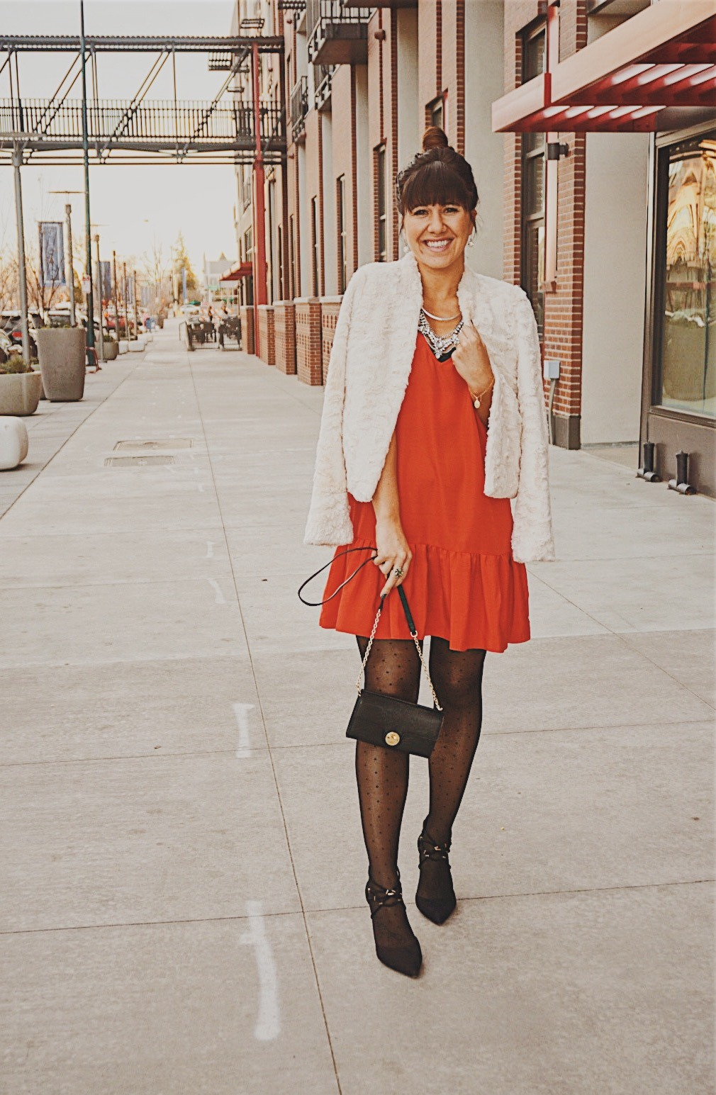 Holiday Red Dress / Holiday Dress Style / Mini Red Dress / Holiday Look Inspiration